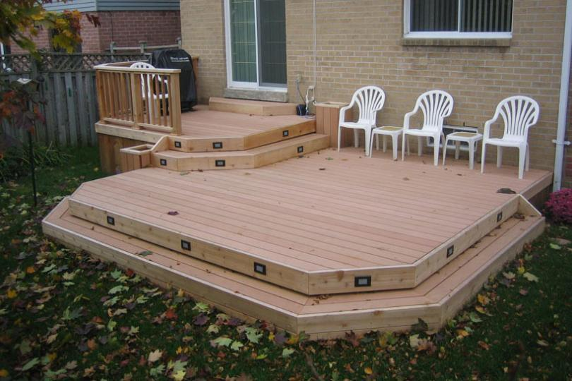Low 2 Level Deck With Planters 2r6091