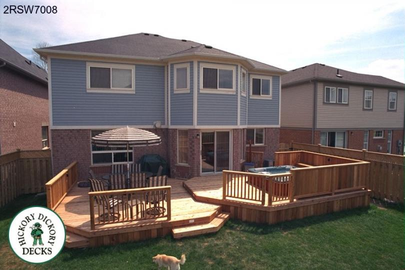 Two Level Spa Deck With A Short Privacy Screen 2rsw7008