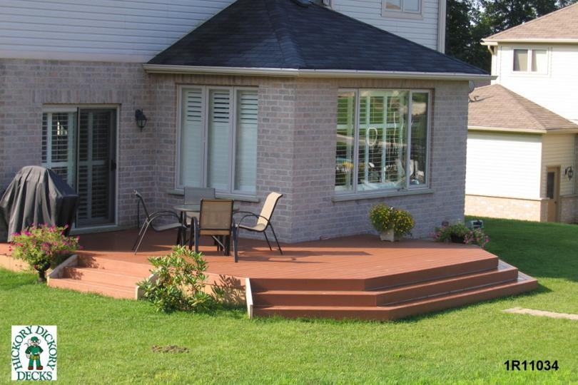 Single Level Deck Design With 2 Sets Of Steps Down To The Yard